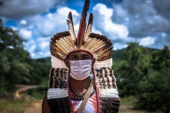Documentos apresentados por pastor para obter título definitivo junto à prefeitura são considerados irregulares; área abandonada servia de ponto de venda de drogas até indígenas construírem centro comunitário (Reprodução/ Internet)
