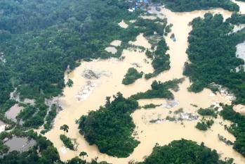Imagens aéreas de garimpo na região do médio Rio Tapajós, Pará, em 2019 (Paulo Basta/Fiocruz)