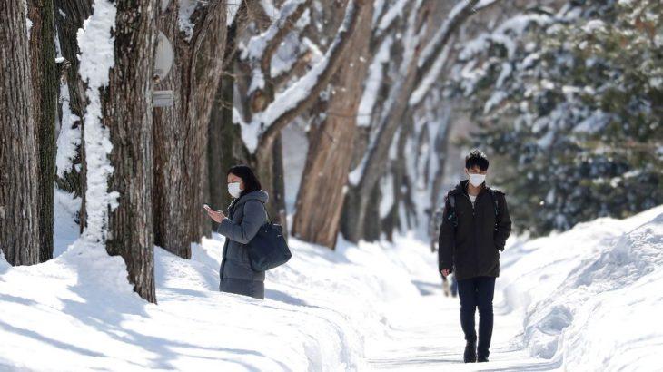 A medida entrou em vigor hoje, 13, após declaração de estado de emergência em Tóquio (Foto: Issei Kato)