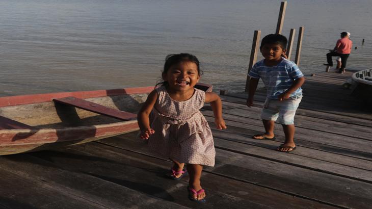 Crianças na Reserva de Desenvolvimento Sustentável Uatumã