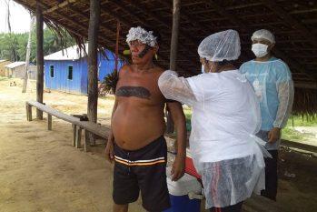 Campanha de vacinação contra a Covid-19 na comunidade ianomâmi de Maturacá, no Amazonas (Foto: Edmar Mateus de Abreu/Arquivo Pessoal)