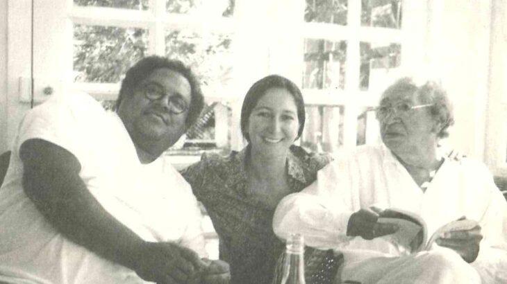 O poeta Thiago de Mello com o cantor cubano Pablo MIlanés (Reprodução/Arquivo Pessoal)