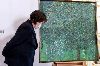 'Rosiers sous les Arbres' é o único quadro de Gustav Klimt que a França possuía (Foto: Reuters)