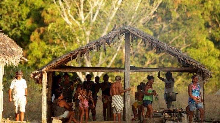 Indígenas Tembé Tenetehara, em aldeia no sudeste do Pará (Reprodução/ Raimundo Paccó)