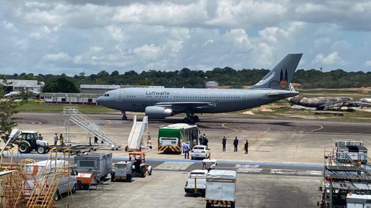 The plane posed in Manaus around 12:26 pm on Saturday. (Gabriel Abreu / Cenarium Magazine)