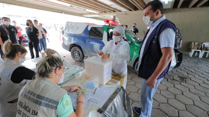 Posto de vacinação foi montado no Sambódromo e meta é alcançar 500 profissionais por dia  (Diego Peres/Secom)