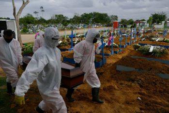 No total, 12,9 milhões de pessoas foram contaminadas pela Covid-19 no Brasil (Reprodução/O Globo)