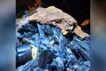 O material de origem mineral foi identificado como pedras de vivianita e ametista. (Reprodução/PF)