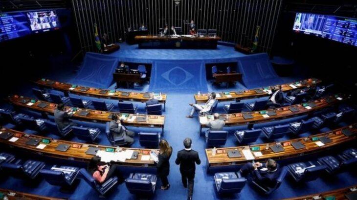 O único senador negro em exercício da função é Paulo Paim (PT), que não foi convocado sequer como suplente (Reprodução/REUTERS/ADRIANO MACHADO)