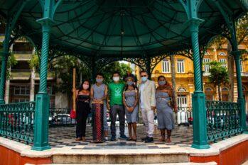 Presidente do Concultura, o poeta Tenório Telles, recebe lideranças para as gravações dos vídeos (Oliveira Júnior/Manauscult)