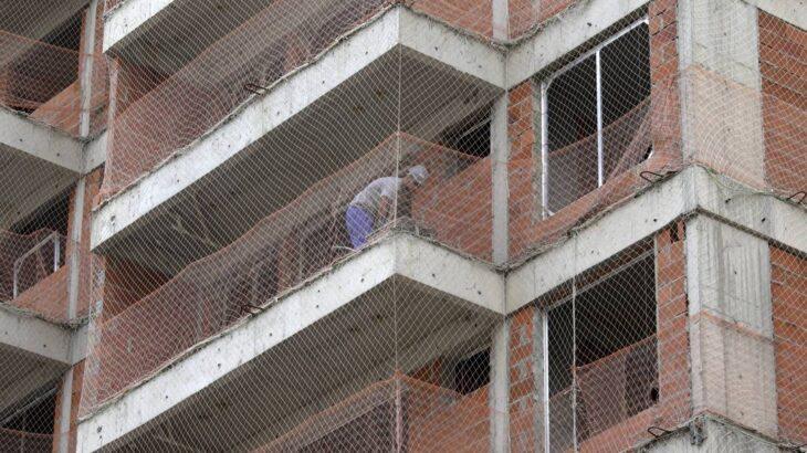 Dinheiro para financiar construções foram cortados de R$ 1,5 bilhão para R$ 27 milhões. Setor diz que 250 mil obras serão paralisadas (Domingos Peixoto/ Agência O Globo)