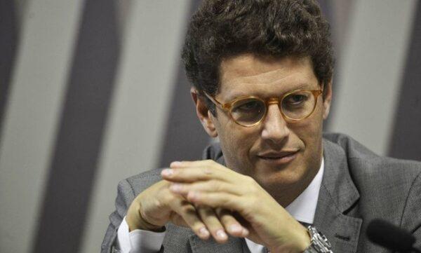 Na decisão, proferida no último dia 13, Moraes escreveu que a movimentação financeira envolvendo Salles foi