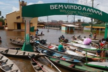 The streets of the city are mainly taken by canoes and boats (Ricardo Oliveira/ Cenarium Magazine)