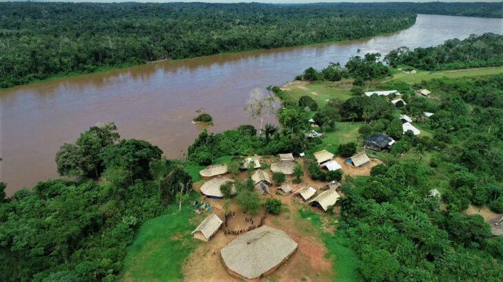 Comunidade Palimiú, na Terra Indígena Yanomami, fica às margens do rio Uraricoera (Alexandro Pereira/Rede Amazônica)