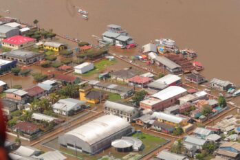 No Amazonas, cheia do Rio Solimões já atingiu toda a cidade de Careiro da Várzea. (Diego Peres/Secom)