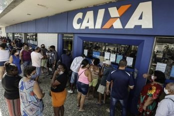 Fila de pagamento do auxílio emergencial: governo planeja mais três parcelas de R$ 200 (Gabriel de Paiva / Agência O Globo Newsletters)