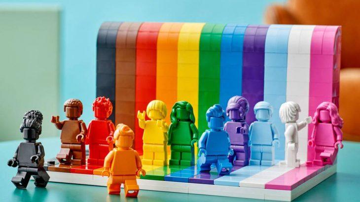 o lançamento será em Junho, mês que marca a história e as celebrações do Orgulho LGBTQIAP+(Reprodução/Lego)