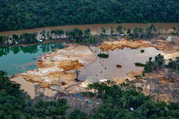 Yanomamis têm sido alvos de ataque de garimpeiros ilegais na busca incessante por ouro. (Christian Braga/Greenpeace)