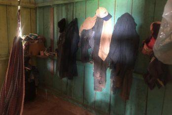 No alojamento faltava água potável, banheiro, condições mínimas para armazenar alimentos e suprir demais necessidades básicas. (Reprodução/Polícia Federal)