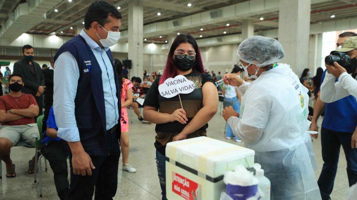 Governador do Amazonas, Wilson Lima acompanha mutirão de vacinação, em Manaus (Diego Peres/Secom)