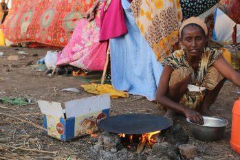 Ao menos 350 mil pessoas estão vivendo em condições de fome no Tigré (Reprodução/ PMA/Leni Kinzli)