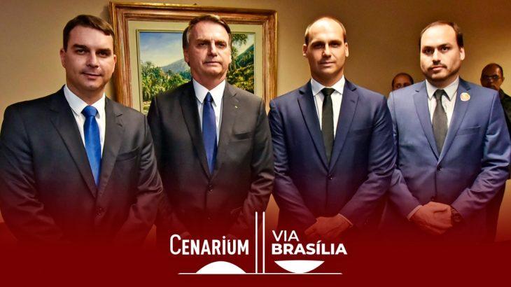 O presidente Jair Bolsonaro e os filhos(Roberto Jayme/Ascom/TSE)