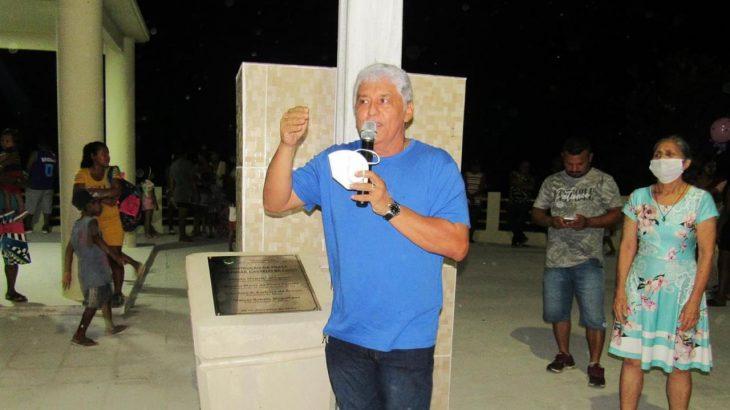 Abraão Magalhães Lasmar (PMDB) em evento de inauguração de uma praça, em Santo Antônio do Içá (Reprodução)