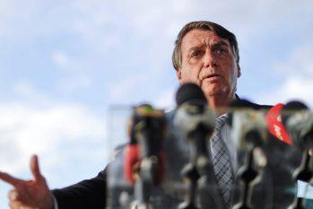 Presidente Jair Bolsonaro na saída do Palácio da Alvorada (Ueslei Marcelino/Reuters)