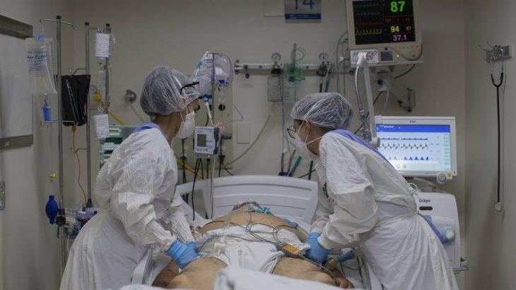 Paciente em UTI de hospital na cidade de Ribeirão Preto (SP) (Edilson Dantas/Agência O Globo)
