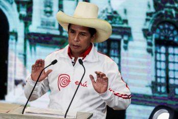 Líder sindical e professor rural Pedro Castillo durante discurso em Arequipa, no Peru (Sebastian Castaneda / REUTERS)