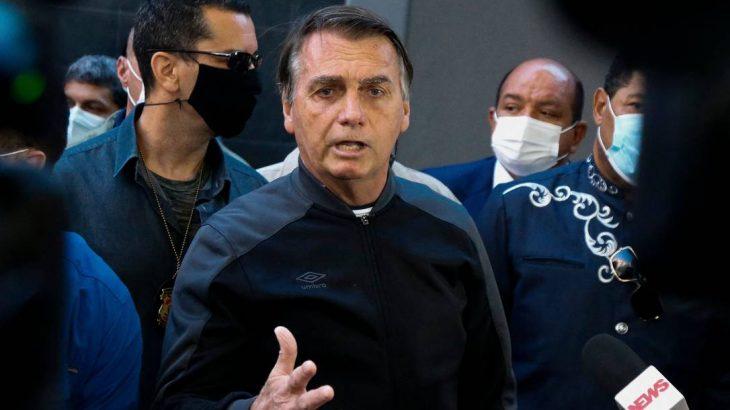 O presidente Jair Bolsonaro em conversa com a imprensa (Miguel Schincariol/AFP)