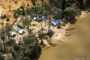 Terra Indígena (TI) Yanomami sofre com 25 mil garimpeiros ilegais (Rogério Assis/ISA)