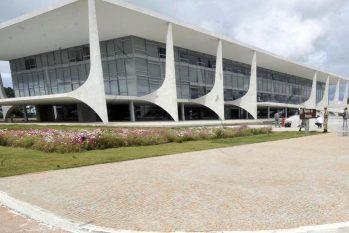 Texto prevê emissão automática de alvarás e licenças (José Cruz/Agência Brasil)