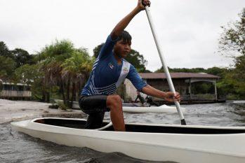 Pequenos atletas da comunidade de Três Unidos têm baiano como exemplo  (Reuters/Bruno Kelly/Direitos Reservados)