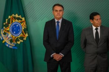 O presidente da República, Jair Bolsonaro, e ao lado o vice-presidente, Hamilton Mourão (Daniel Marenco/Agência O Globo)