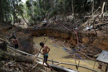 De acordo com a análise, no ano passado, três de cada quatro hectares minerados no Brasil estavam na maior floresta tropical do mundo, sendo que 72,5% do bioma é tomado pela atividade, incluindo a mineração industrial. (REUTERS/Bruno Kelly)