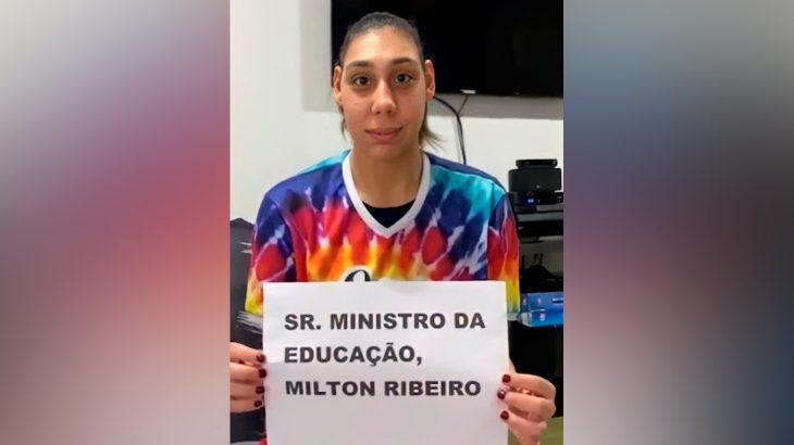 Ana Victória Lago, de 22 anos, é a primeira modelo com microcefalia do mundo (Reprodução/Facebook)