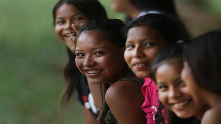 Jovens da etnia Baré