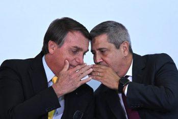 O presidente Jair Bolsonaro e o atual ministro da Defesa, general Walter Braga Netto(Andre Borges/NurPhoto/Getty Images)