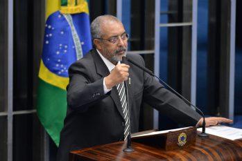 """""""Resistiremos sempre, voltar à escravidão nunca"""", diz senador Paulo Paim (PT-RS)(Reprodução/Alessandro Dantas)"""