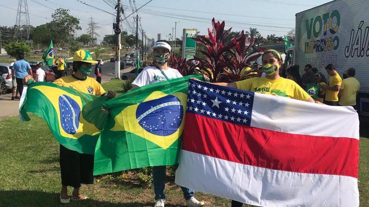 Apoiadores do presidente da República na manifestação em Manaus (Gisele Coutinho/Cenarium)