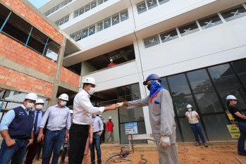 Wilson Lima em visita a obra do novo hospital da Fundação Hemoam (Diego Peres/Secom)
