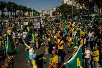Ato pró-Bolsonaro no posto 5 da Avenida Atlântica, em Copacabana, Zona Sul do Rio (Brenno Carvalho/Agência O Globo)
