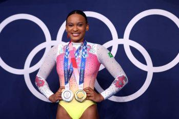Rebeca Andrade com suas medalhas das Olimpíadas de Tóquio (Lindsey Wasson/Reuters)