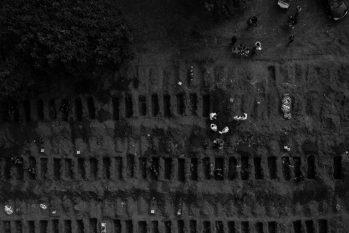 Vista aérea do Cemitério Vila Formosa, em São Paulo (Mathilde Missioneiro/Folhapress)