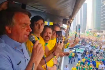 Jair Bolsonaro discursa para milhares de manifestantes na Avenida Paulista (Reprodução/YouTube)