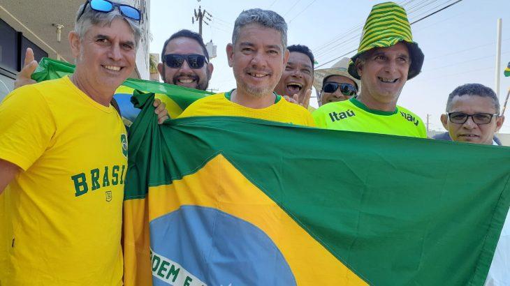Ao centro, Juscelino Pereira foi um dos manifestantes que estiveram em Vilhena (RO), protestando a favor de Bolsonaro (Foto: Iury Lima/ Cenarium)
