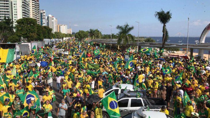 Manifestações pró-Bolsonaro no Dia da Independência, na Praia da Ponta Negra, área nobre de Manaus (Ricardo Oliveira/Cenarium)