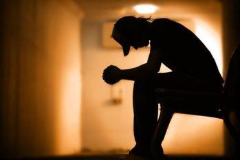 O suicídio é a causa de uma a cada 100 mortes em todo o planeta e, em 2019, 700 mil pessoas entraram para a estatística global (Reprodução/Internet)