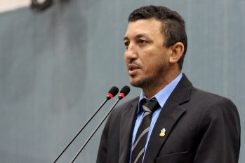 Vereador Sassá da Construção (PT) discursando no plenário da Câmara Municipal de Manaus (CMM). (Robervaldo Rocha/CMM)